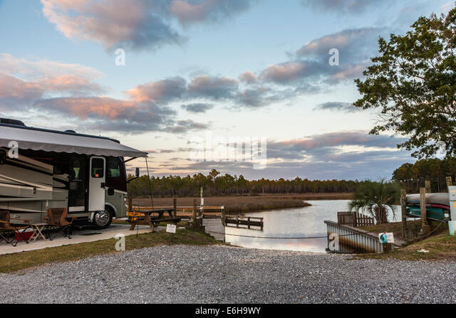 Rv camping stock photos rv camping stock images alamy for Au jardin de mon pere camping