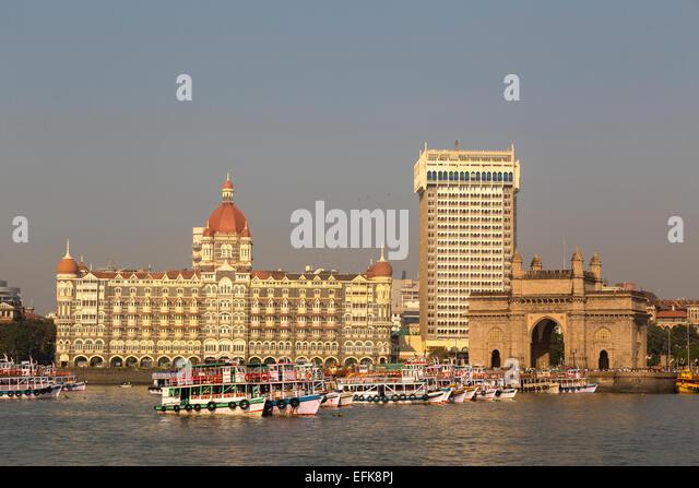 India, Maharashtra, Mumbai, Colaba district, Gateway of India and Taj Hotel in early morning light - Stock Image