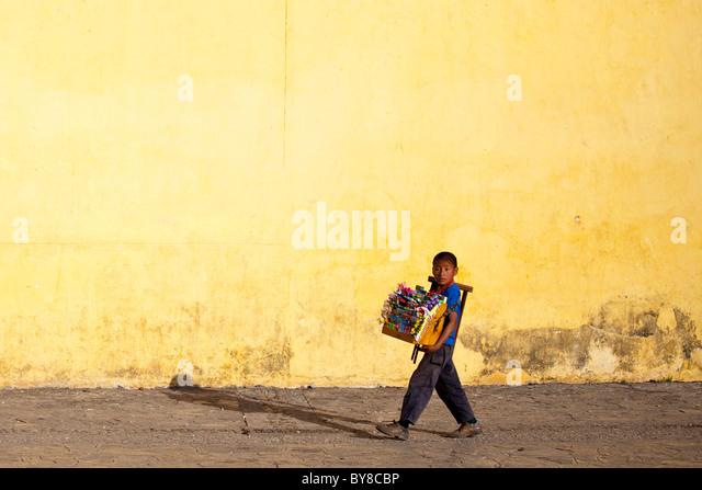 Boy selling candy, 16th century San Cristobal Cathedral, San Cristobal de las Casas, Chiapas, Mexico - Stock Image