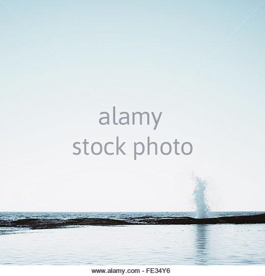 Wave Breaking On Beach - Stock-Bilder