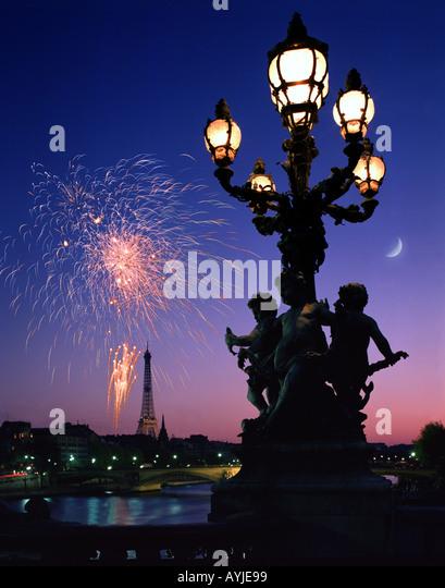 FR - PARIS: Fireworks over Eiffel Tower - Stock Image