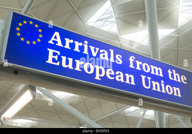 Arrivals from the European Union sign at the exit to Stansted Airport, England, UK - Stock-Bilder