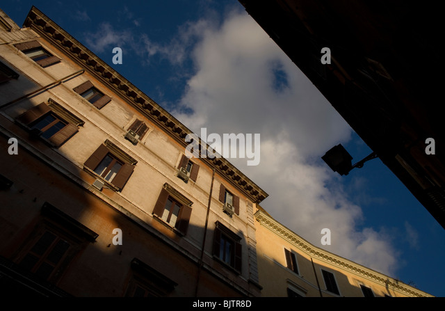 Residences along Via Giulia street in Rome's touristic Trastever neighborhood, March 9, 2008. Photo/Chico Sanchez - Stock Image