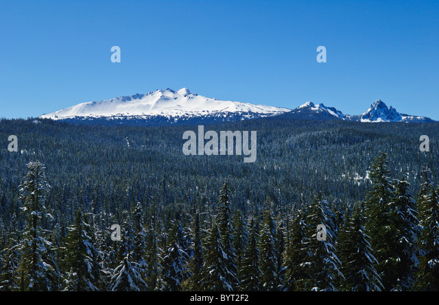 Diamond Peak (center-left) and Mount Yoran (right) from Highway 58 viewpoint; Cascade Mountains, Oregon. - Stock Image