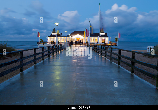 The historic Pier in Ahlbeck on the Island of Usedom, Baltic Coast, Mecklenburg-Vorpommern, Germany, Europe - Stock Image