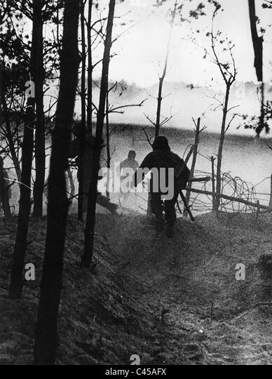 Attacking German soldiers on 06.22.1941 on the Eastern front - Stock Image