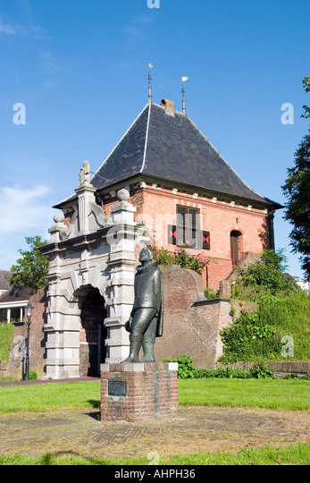 Statue of Oliver van Noort at the entrance gate to the old city of Schoonhoven, Southern-Holland, The Netherlands - Stock Image