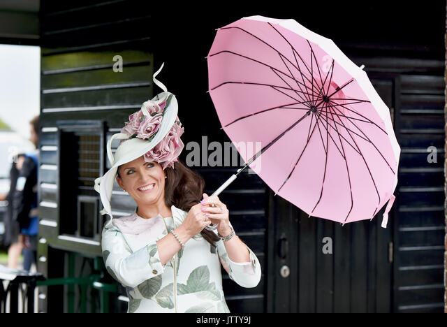 Brighton, UK. 10th Aug, 2017. Maria Cheslinin arrives under her pink parasol on a bright but breezy day for Brighton - Stock Image