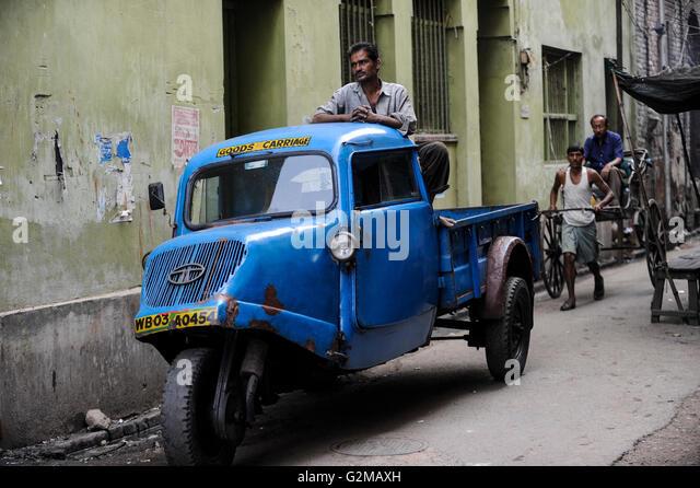 INDIA Westbengal, Kolkata, old Tempo three wheeler, produced by Bajaj  / INDIEN, Westbengalen, Kolkata, altes Tempo - Stock-Bilder