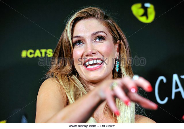 epa05002976 Australian singer Delta Goodrem speaks during a media call for the musical Cats at the Capitol Theatre - Stock Image