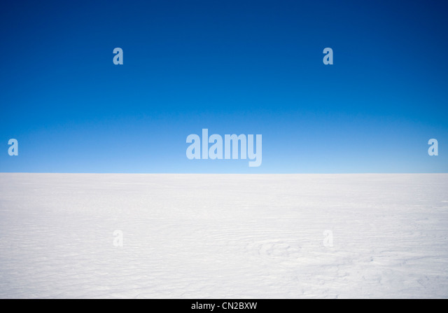 Empty inland Arctic landscape with a clear horizon over the icecap, Greenland - Stock Image