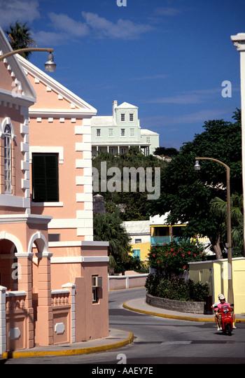 Bermuda St George pink bermudan building Moped blue sky background - Stock Image
