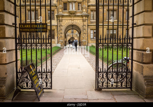 The University city of Cambridge in England with gates to Clare College - Stock-Bilder