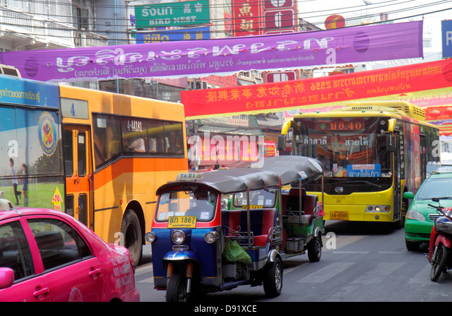 Bangkok Thailand Samphanthawong Chinatown Yaowarat Road traffic taxi auto rickshaw tuk-tuk sam-lor bus taxis cab - Stock Image