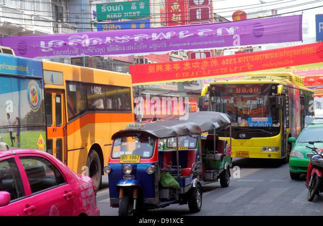 Thailand Bangkok Samphanthawong Chinatown Yaowarat Road traffic taxi auto rickshaw tuk-tuk sam-lor bus taxis cab - Stock Image