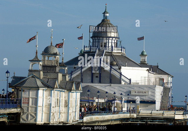 Eastbourne Pier masquerades as Brighton Palace Pier for the 2009 location filming of a 1960s version of 'Brighton - Stock Image