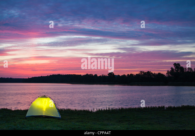 Lakeshore camp at dawn - Stock-Bilder