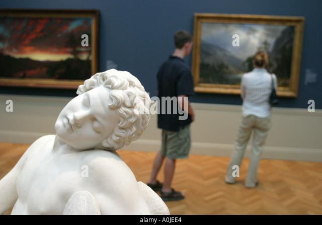 Cleveland Ohio University Circle Museum of Art statue visitors - Stock Image