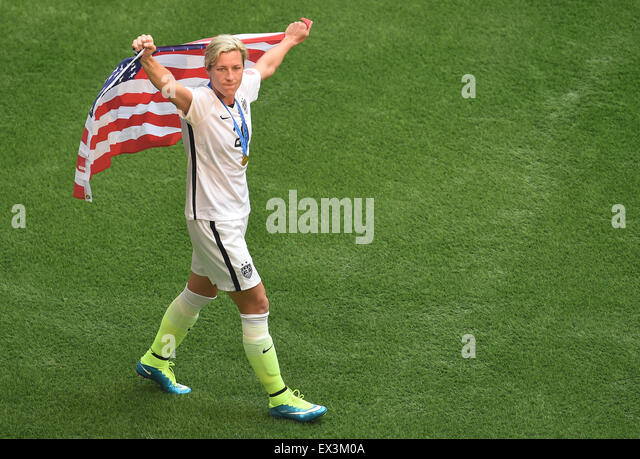 Vancouver, Canada. 05th July, 2015. Abby Wambach from the United States celebrates the victory with a US flag after - Stock-Bilder