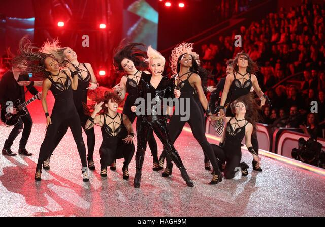 Paris, France. 30th Nov, 2016. Lady Gaga on the runway for 21st Annual Victoria's Secret Fashion Show 2016  - Stock-Bilder