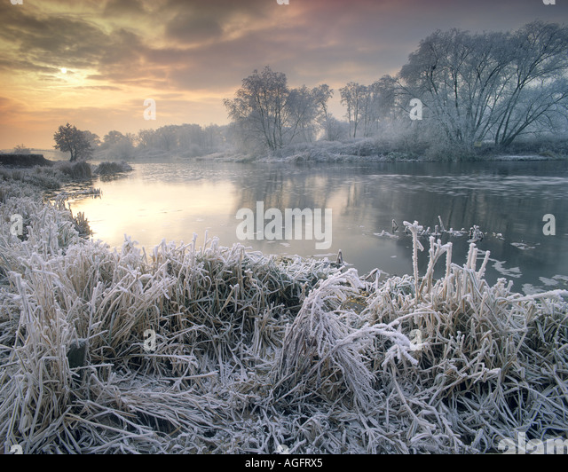GB - WORCESTERSHIRE:  Wintertime along River Avon - Stock Image