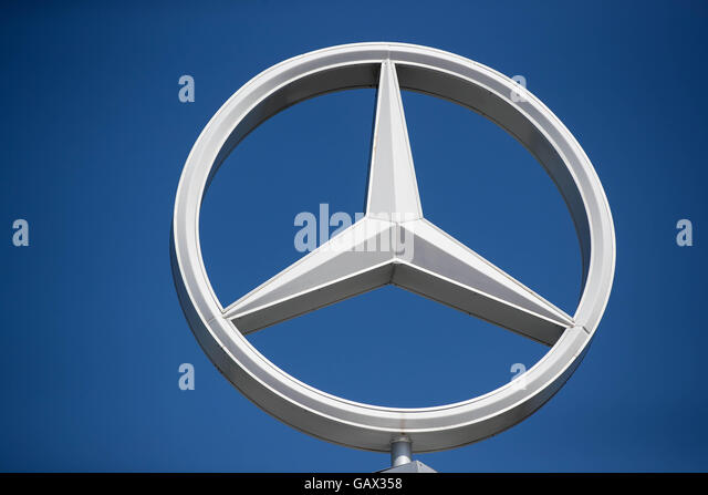 Mercedes benz dealership stock photos mercedes benz for Mercedes benz dealers in ontario