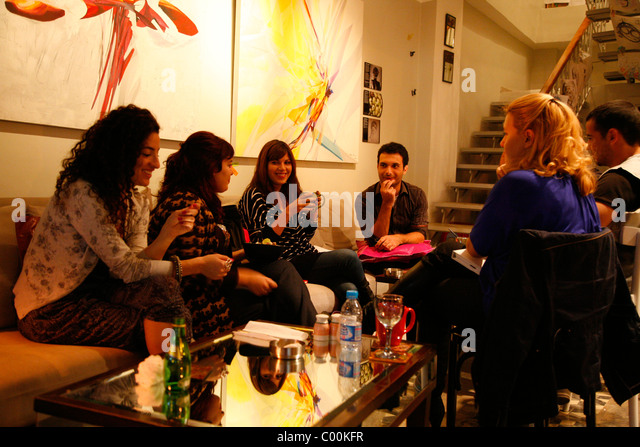 People at Cafe des Artistes in the upmarket neighrbourhood of Jabal Amman, Amman, Jordan. - Stock Image