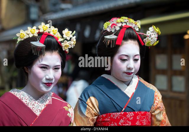 Geisha Walking Stock Photos & Geisha Walking Stock Images ...