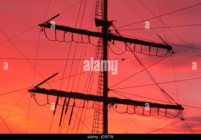 Segelschiff Alexander von Humboldt , Masten bei abendrot, Bremen, Deutschland     I  Sailing-Ship  Masts tom Sailing - Stock-Bilder