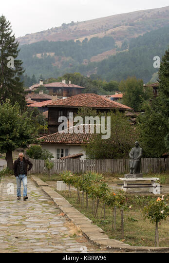 Kotel, Bulgaria. 30th Sep, 2017. Grey wet day for the homelof traditional folklore music and dance, street seller - Stock Image