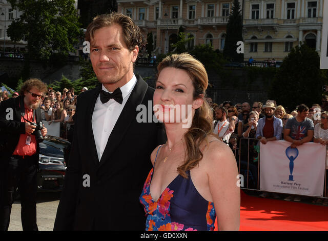 U.S. actor Michael Shannon (left) and his wife Kate Arrington at the 51st Karlovy Vary International Film Festival - Stock-Bilder