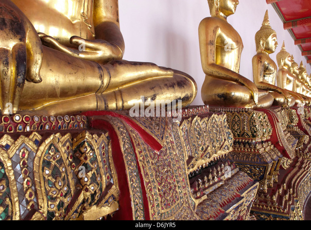 The outer cloister containing 400 Buddha images, Wat Phra Chetuphon (Wat Po), Bangkok, Thailand, Southeast Asia - Stock Image