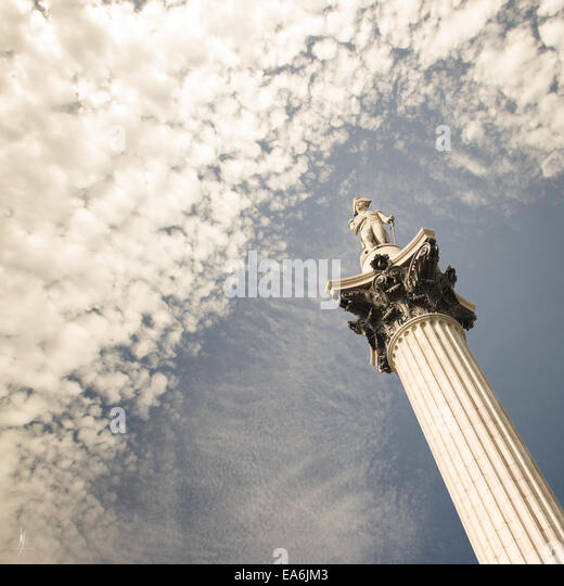 UK, London, Low angle view of Nelson's Column - Stock-Bilder