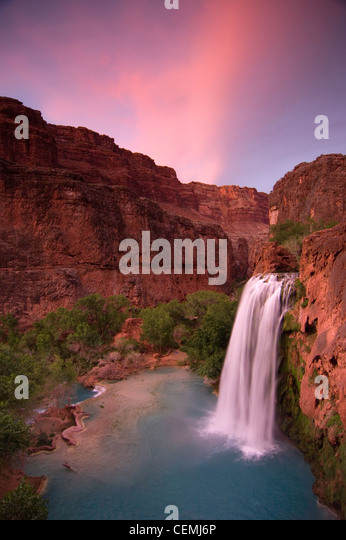 A spring sunset steals over Havasu Falls, Havasupai Reservation, Grand Canyon - Stock Image