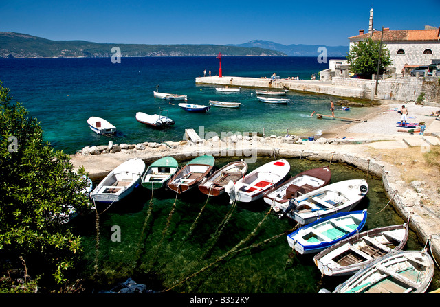 Boats in the bay in the town Silo on the island Krk in Croatia - Stock-Bilder