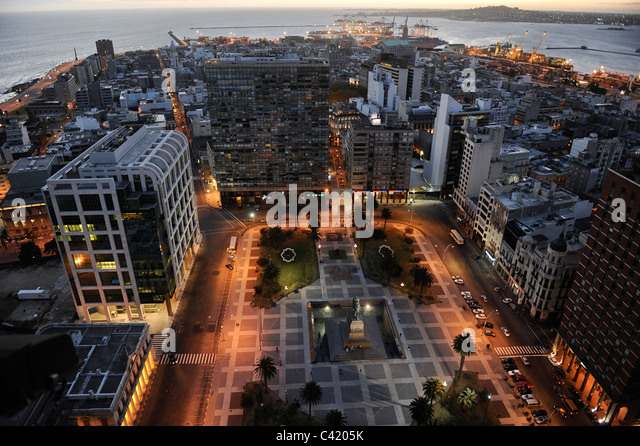 URUGUAY Montevideo view from Palacio Salvo at Plaza de Independencia to the harbour at Rio del la Plata - Stock Image