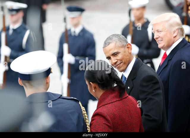 United States President Donald Trump smiles as Former President of the United States Barack Obama smiles at Michelle - Stock-Bilder