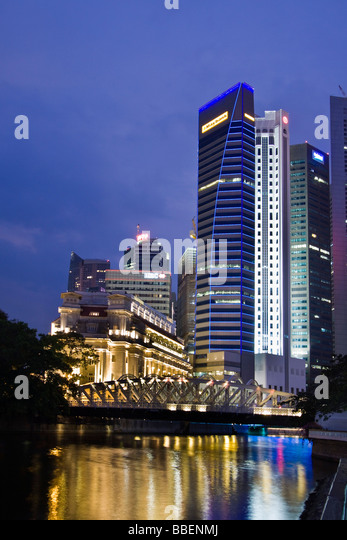Fullerton Hotel Cavenagh bridge Skyline of Singapore , Singapur South East Asia twilight - Stock Image