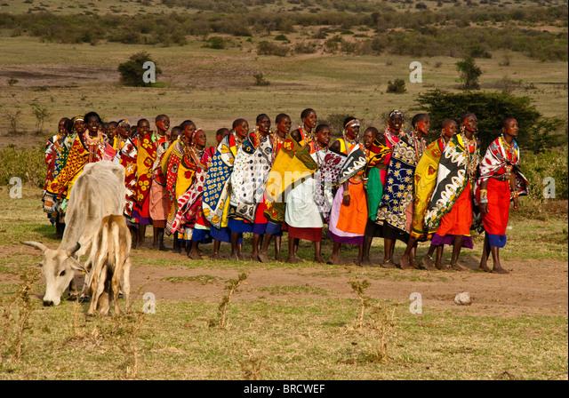 masai-women-doing-welcome-dance-with-cat