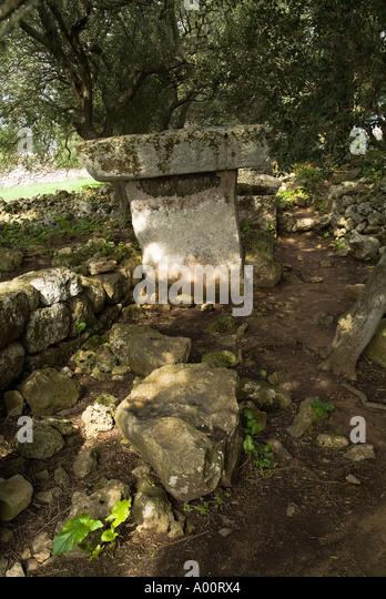 dh Taula of Torre Llafuda TORRE LLAFUDA MENORCA Prehistoric Talayotic Taula pillar - Stock Image