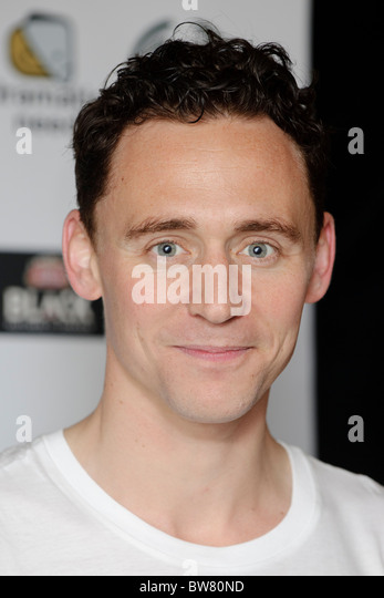 Tom Hiddleston attends The Children's Monologues at the Old Vic Theatre, London, 14th November 2010. - Stock-Bilder