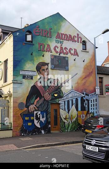 Belfast Falls Rd Republican Mural at Beechmount Avenue,Eiri Amach 1916 na casca - Stock Image