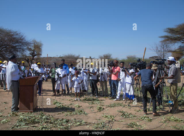 Man making a speech in front of the ethiopian press during the Gada system ceremony in Borana tribe, Oromia, Yabelo, - Stock-Bilder