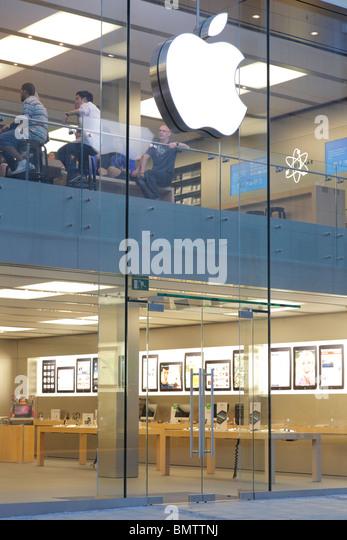 apple store at Marienplatz in Munich - Stock-Bilder