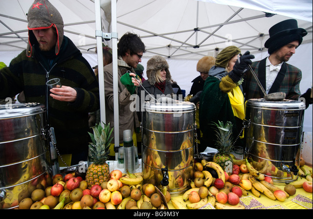 Feeding the five thousand - action to highlight the amount of food wasted every day - Stock Image