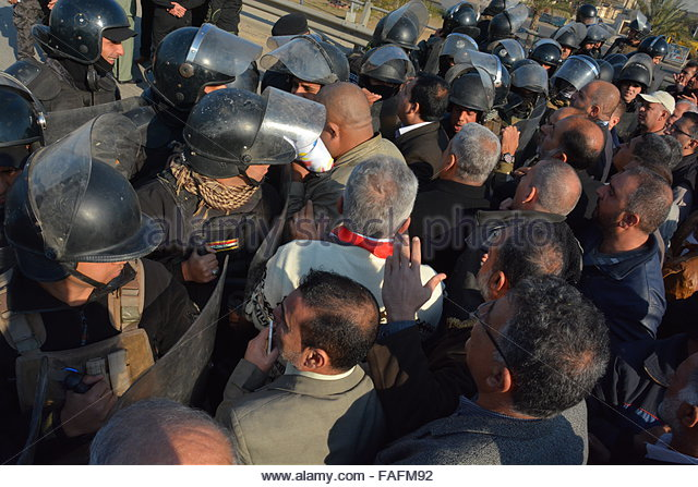 Baghdad, Iraq. December 29th, 2015. IRAQ, Baghdad: A police line blocks protesters during a demonstration on December - Stock Image