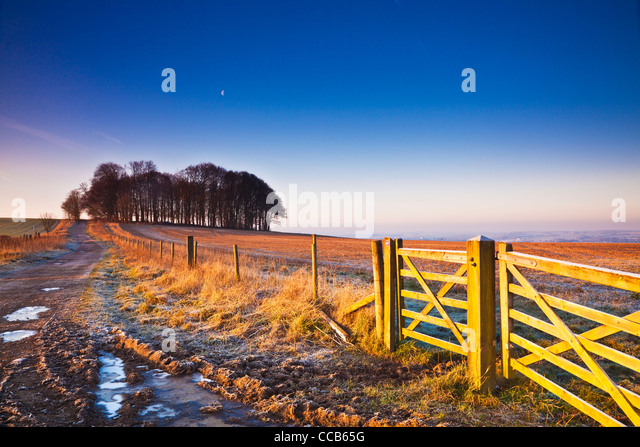 A frosty winter sunrise over the Ridgeway long distance path at Hackpen Hill, Wiltshire, England, UK - Stock Image