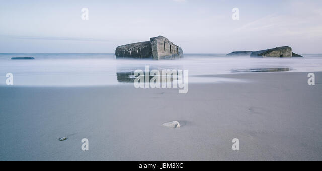 Ruins in tranquil ocean at low tide, Vigsoe, Denmark - Stock-Bilder