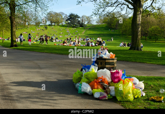 Overflowing rubbish bin in Greenwich park, London, England, Great Britain, UK - Stock Image