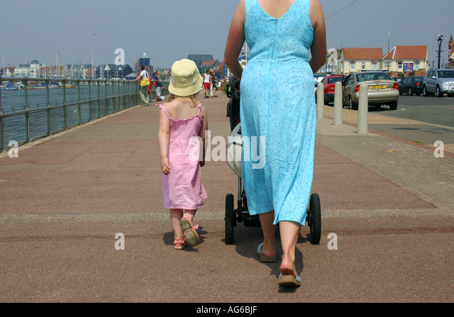 mother and daughter at Littlehampton harbour - Stock-Bilder